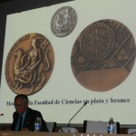 XV  CONGRESO NACIONAL DE NUMISMÁTICA -- Las medallas representativas de las Facultades en la UNED